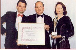 Διαμαντής, Ζακλίν και Γιωργος Παπαδιαμαντοπουλος στην παραλαβή του βραβείου.