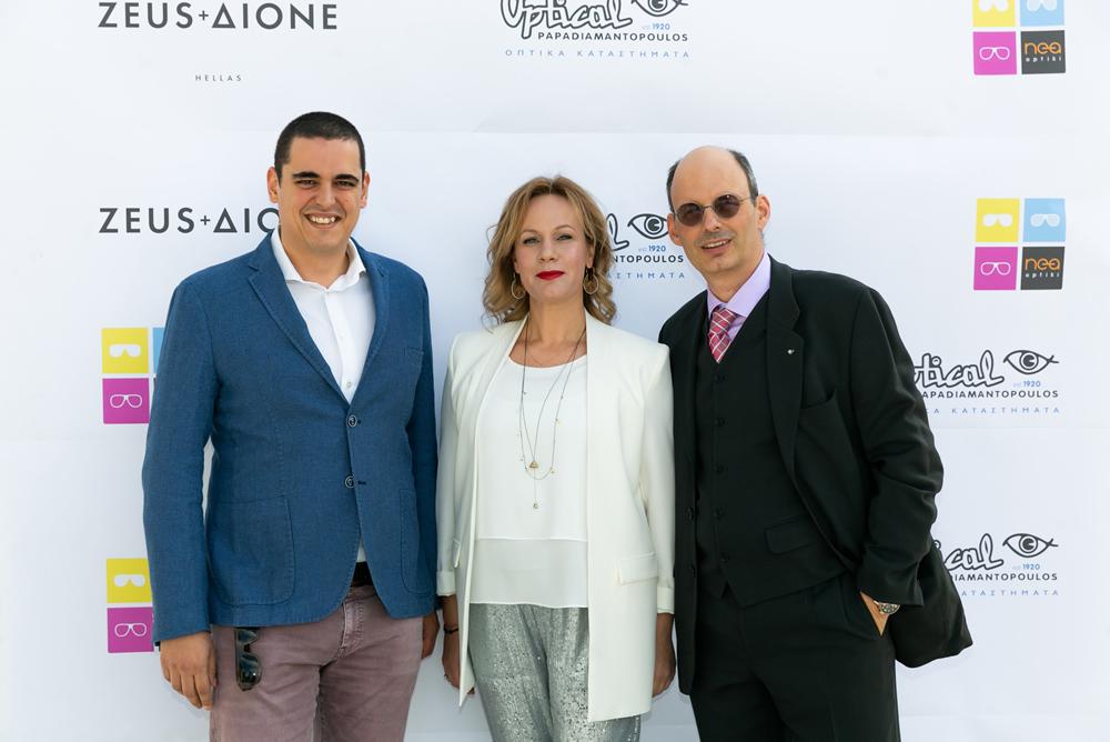Ο κ. Δεστούνης των Ελληνικων Χειροποιήτων γυαλίων και της Νέας Οπτικής μαζί με τον κ Γιωργο Παπαδιαμαντόπουλο και την κα Δορωθέα Ξενάκη General Department Manager του eyewear της Optical Papadiamantopoulos.